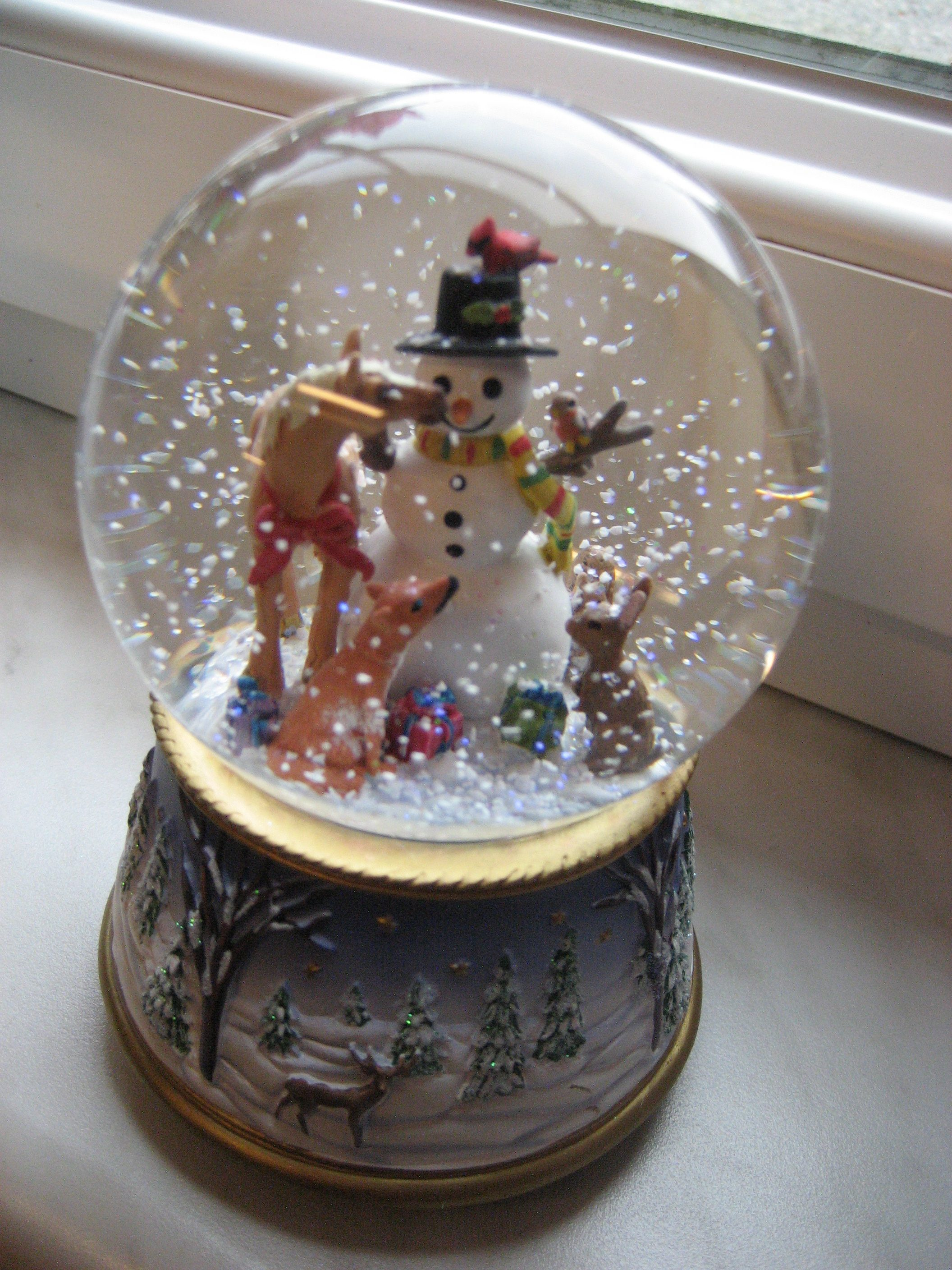 A Gathering of Friends - Musical Snow Globe